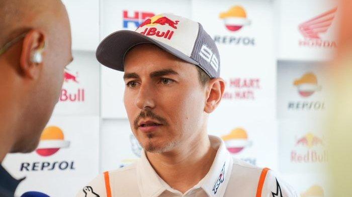 Mendapat kritikan pedas dari Alberto Puig selaku bos tim Repsol Honda, Jorge Lorenzo memberikan tanggapannya