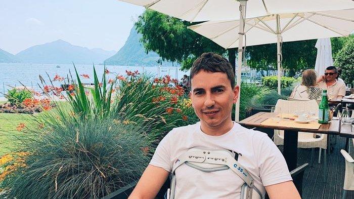 Jorge Lorenzo beristirahat di rumahnya di daerah selatan Swiss pasca insiden di FP1 MotoGP Belanda 2019