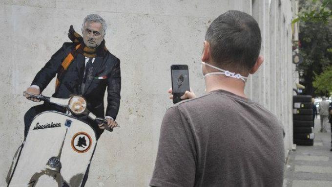 Sambutan Khusus Buat Jose Mourinho di AS Roma: Dari Mural Naik Vespa Hingga Es Krim Special One