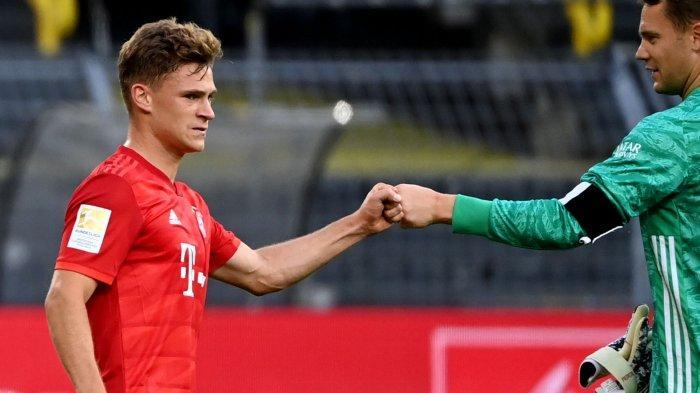 Gelandang Bayern Munich Joshua Kimmich (kiri) dan kiper Bayern Munich Jerman Manuel Neuer  setelah pertandingan sepakbola Bundesliga divisi pertama Jerman BVB Borussia Dortmund vs FC Bayern Munich pada 26 Mei 2020 di Dortmund, Jerman bagian barat. (FEDERICO GAMBARINI / POOL / AFP)