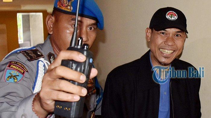 Namanya Dikaitkan dengan Teroris, Munarman Jawab Pakai 2 Hadis Ini