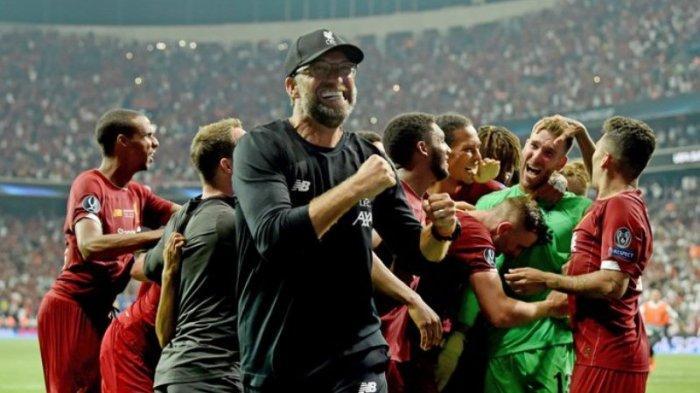 Juergen Klopp bergembira bersama pemain Liverpool
