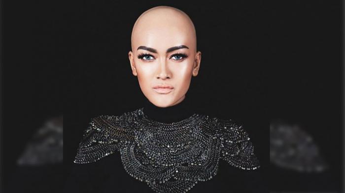 Video Mendiang Julia Perez Tengah Potong Rambut Panjangnya Jadi Viral