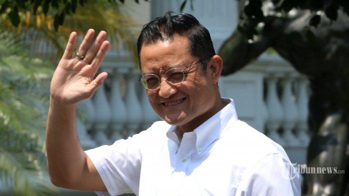 Politisi PDI Perjuangan Juliari Batubara tiba di Kompleks Istana Kepresidenan, Jakarta, Selasa (22/10/2019). Menurut rencana, presiden Joko Widodo akan memperkenalkan jajaran kabinet barunya kepada publik hari ini usai dilantik Minggu (20/10/2019) kemarin untuk masa jabatan periode 2019-2024 bersama Wakil Presiden Ma'ruf Amin. TRIBUNNEWS/IRWAN RISMAWAN