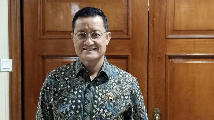 Dapat Informasi, Menteri Sosial Juliari Batubara Langsung Salurkan Bantuan Banjir bagi Warga Ciledug