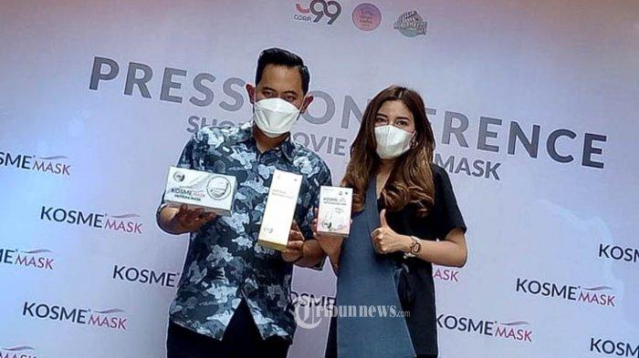 Gilang Widya Pramana pemilik Juragan 99 Trans bersama istri tercinta Shandy Purnamasari, Founder KosmeMask yang juga Founder MS Glow Beauty. melouncing Film Pendek 'Ibuku Yang Cerewet' dan Launching KomseMask, dikawasan Ampera Cilandak Jakarta Selatan, Kamis (4/3/2021). Acara louncing dihadiri 15 Influncer Terkenal seperti Atta Hallintar, Uya Kuya bersama anak dan istri Kuya. TRIBUNNEWS.COM/FX ISMANTO