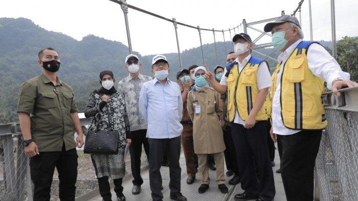 Jusuf Kalla dan Menteri PUPR Resmikan 2 Jembatan Gantung di Lebak