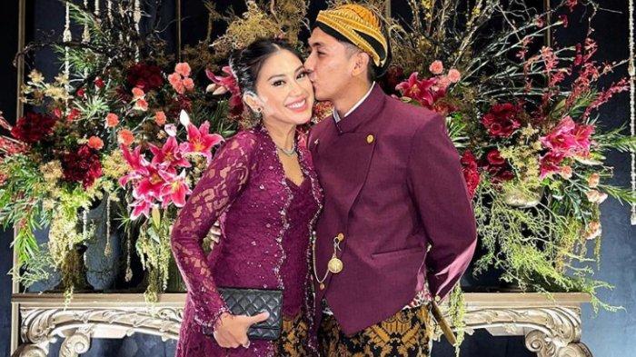 Kabar mengejutkan datang dari pasangan Kenang Mirdad dan sang istri.