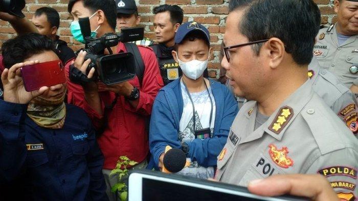 Kabid Humas Polda Jabar Kombes Saptono Erlangga, di lokasi autopsi jenazah Lina, mantan istri Sule, di pemakaman di Jalan Sekelimus Utara I Kota Bandung, Kamis (9/1/2020).
