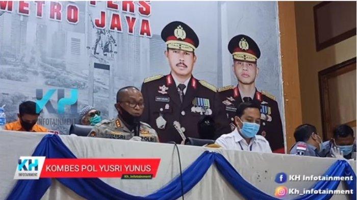 Kabid Humas Polda Metro Jaya, Kombes Pol Yusri Yunus mengungkapkan barang bukti yang ditemukan saat melakukan penangkapan aktor senior, Tio Pakusadewo.