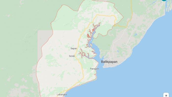 Kabupaten Penajam Paser Utara berdekatan dengan Kota Balikpapan di Kalimantan Timur.