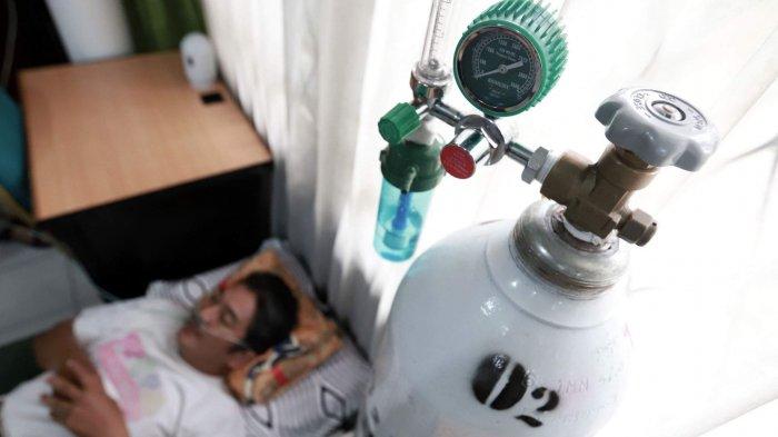 Warga yang mengalami sesak napas akibat kabut asap mendapat pertolongan di rumah oksigen, di Kantor Dinas Kesehatan, Kota Pontianak, Kalimantan Barat, Sabtu (21/9/2019) siang. Tribun Pontianak/Anesh Viduka