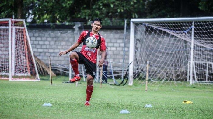 Pemain Bali United, Kadek Agung Widnyana saat menjalani latihan beberapa waktu lalu.