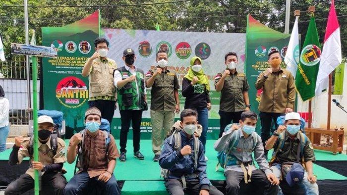 Peringati Hari Santri, 30 Kader PPP Bakal Daki 5 Gunung di Indonesia dan Kibarkan Merah Putih