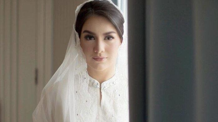Irish Bella Tampil Anggun dalam Balutan Hijab di Maternity Shoot Keempatnya Bareng Ammar Zoni