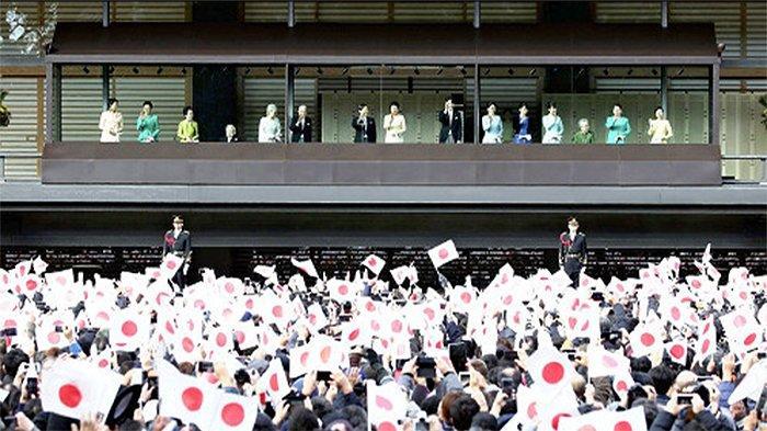 Kaisar Naruhito dan Keluarga Kekaisaran Bertemu Rakyat Jepang Ucapkan Selamat Tahun Baru 2020