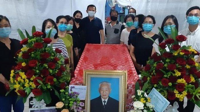 Kakek Ahok, Bun Kim Fo (94) disemayamkan di rumah duka di Manggar, Belitung Timur, Selasa (25/8/2020.(Instagram BTP).