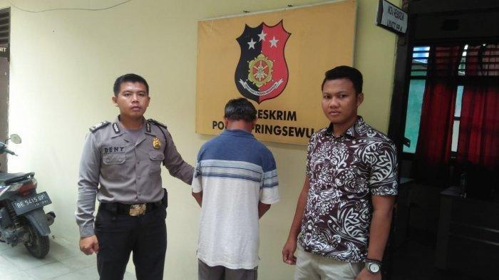 Seorang kakek ditangkap Polsek Pringsewu Kota karena diduga memperkosa siswi SMP hingga hamil.