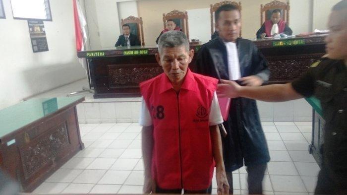 Terdakwa Samirin usai menjalani persidangan dengan agenda vonis di Ruangan Cakra Pengadilan Simalungun, Rabu (15/1/2020)