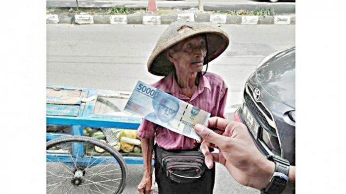 Kisah Kakek Penjual Rujak 91 Tahun Ditipu Uang Palsu Rp 150 Ribu, Bingung Nyari Pembelinya