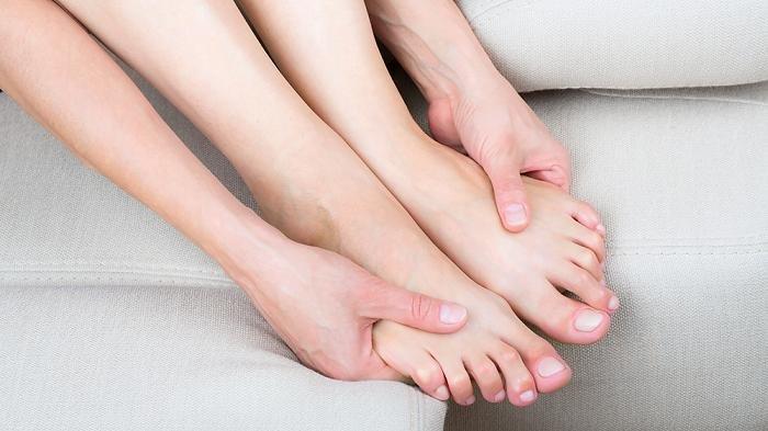 Ilustrasi kaki terasa dingin bisa jadi tanda penyakit serius