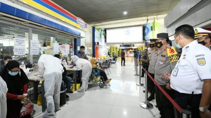 Cek Pengamanan di Stasiun Gambir, Kakorlantas Imbau Masyarakat Patuhi Protokol Kesehatan