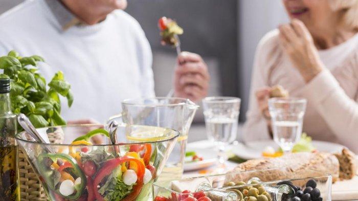 Penuhi Nutrisi Manula Untuk Atasi 5 Perubahan Fisik di Usia 60an