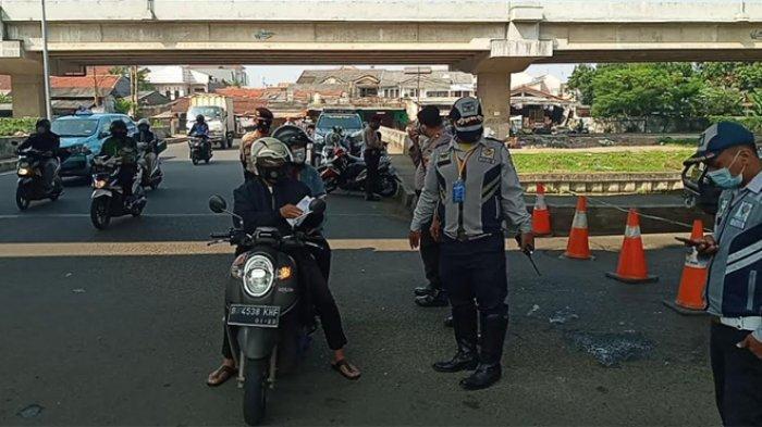 Pantauan terkini di pos penyekatan PPKM di Sumber Artha, Kalimalang, Bekasi, dari pagi hingga siang ini, Selasa (6/7/2021).