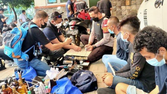 500 Polisi Gerebek Kampung Ambon, 50 Orang Diamankan, Sabu hingga Drone Ikut Disita