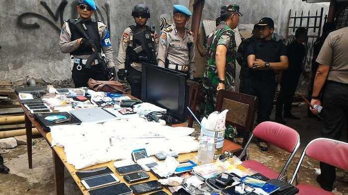 Kampung Ambon Kembali Digerebek Polisi, Penghuninya Melawan dengan Lemparan Batu dan Blokir Jalan