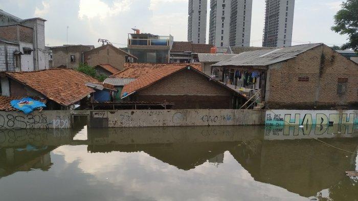 Kampung Semanan di Kalideres, Jakarta Barat, masih terendam banjir, Sabtu (4/1/2020).