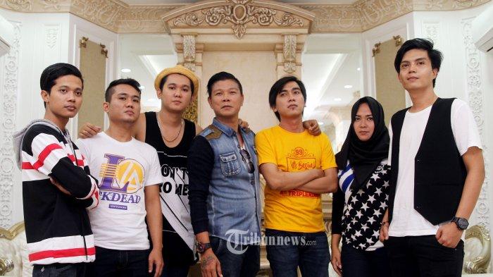 Grup musik Kangen Band yang beranggotakan Andika, Rezka, Tama, Lim, Bebe, Izy dan Reyhan kini kembali lagi setelah sempat bubar