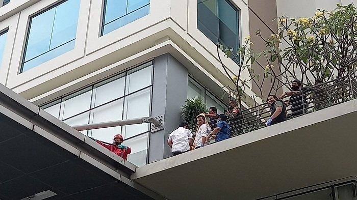 Seorang Wanita Diduga Lompat dari Lantai 13 Hotel di Dukuh Atas, Polisi Periksa CCTV