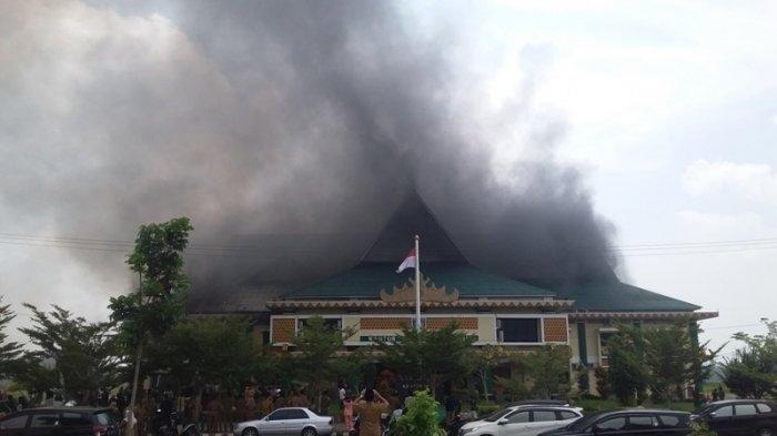 Kantor Bupati Pringsewu Dilalap Api