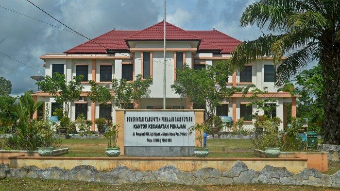 Kantor Camat Penajam di Kabupaten Penajam Paser Utara, Kalimantan Timur.