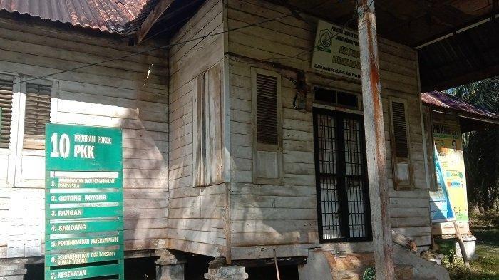 Kantor Datok Penghulu Perkebunan Alurjambu terlihat tak ada aktivitas, Kamis (31/10/2019). Kondisi kampung yang tidak berpenghuni itu dikaitkan warga dengan hal-hal mistis di desa tersebut.