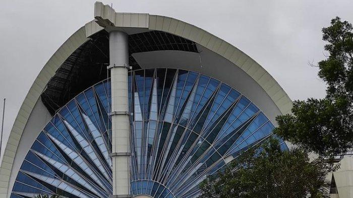 Angin Kencang Landa Kota Kupang, Kantor Gubernur NTT Terdampak, Plafon Roboh