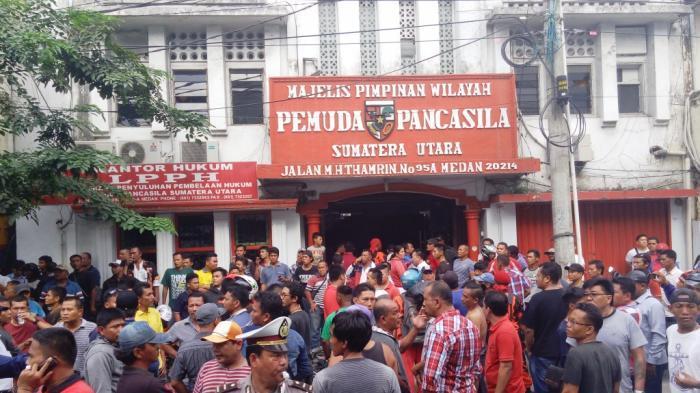 Kronologi Lengkap Kantor Ormas Medan Dirusak, Mobil Hancur, Motor Dibakar, Toko-toko Tutup Awal