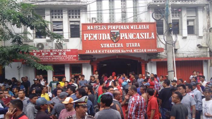 Kantor MPW Pemuda Pancasila Sumut Dilempari Batu oleh Ikatan Pemuda Karya