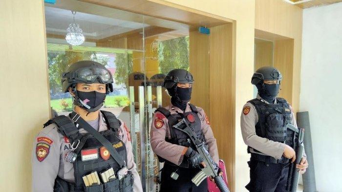 BREAKING NEWS: Kantor Dinas PU Sulsel Digeledah KPK