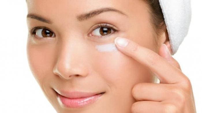 Cara Menghilangkan Kantung Mata, Gunakan 4 Bahan Alami Ini