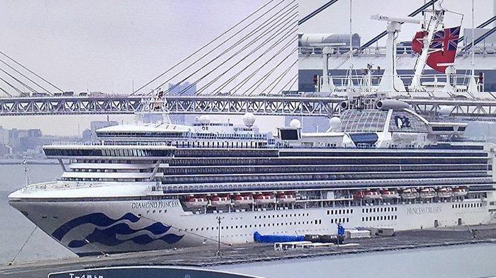 Kapal pesiar Diamond Princess meninggalkan Pelabuhan Yokohama, Jepang, Rabu (25/3/2020).