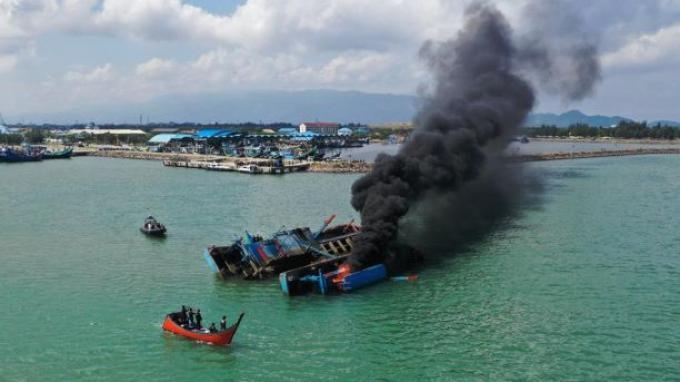 Kejagung Tenggelamkan Dua Kapal Malaysia Barang Bukti Tindak Pidana Perikanan
