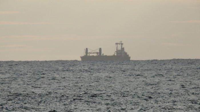 Kapal Kargo Pengangkut Tiang Pancang dari China Belum Dapat Izin Bersandar di Pelabuhan Calang Aceh