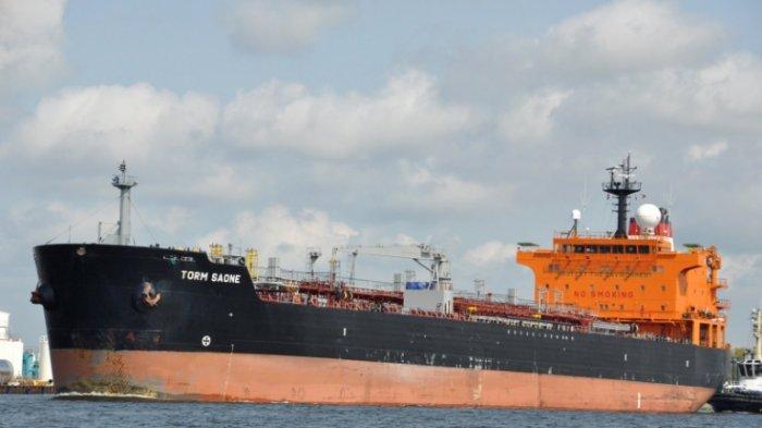 Kapal Nelayan Terbakar di <a href='https://manado.tribunnews.com/tag/laut-jawa' title='LautJawa'>LautJawa</a>, 16 Awak Diselamatkan oleh Kapal Master Queen Majesty