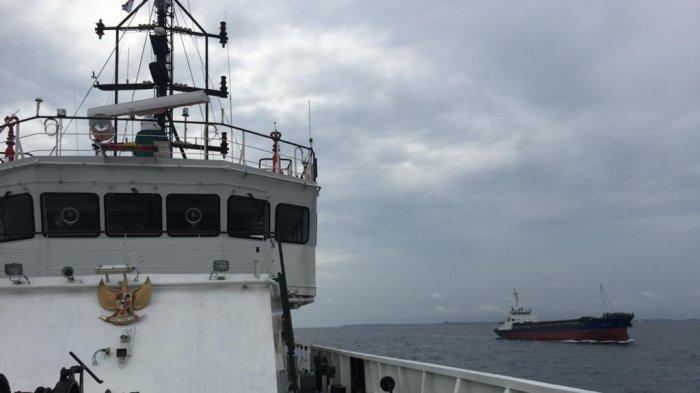 Kapal Patroli KPLP Kawal Kapal Kumjin Asal Korea Memasuki Wilayah Indonesia