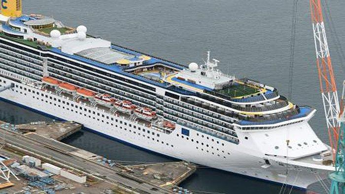 Kapal Pesiar Costa Atlantica di Nagasaki Jepang