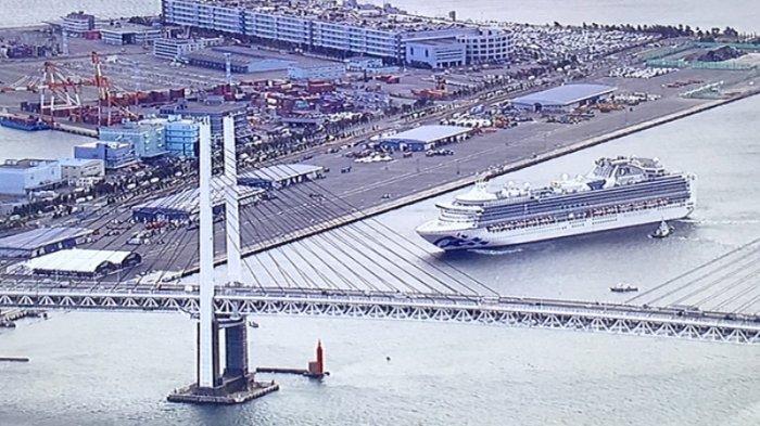Kapal pesiar Diamond Princess ingin berlabuh di dermaga Yokohama kemarin (6/2/2020) pagi sekitar jam 08:15 waktu Jepang.