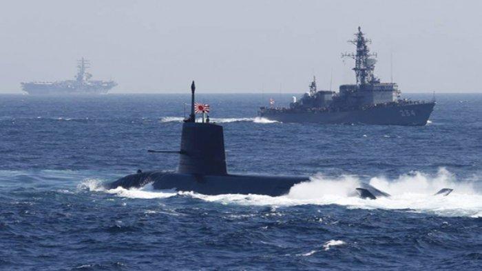 Pasukan  bela diri laut Jepang (MSDF) dengan kapal selam kelas Soryu dalam latihan militer di teluk Sagami Bay, Yokosuka, perfektur Kanagawa.