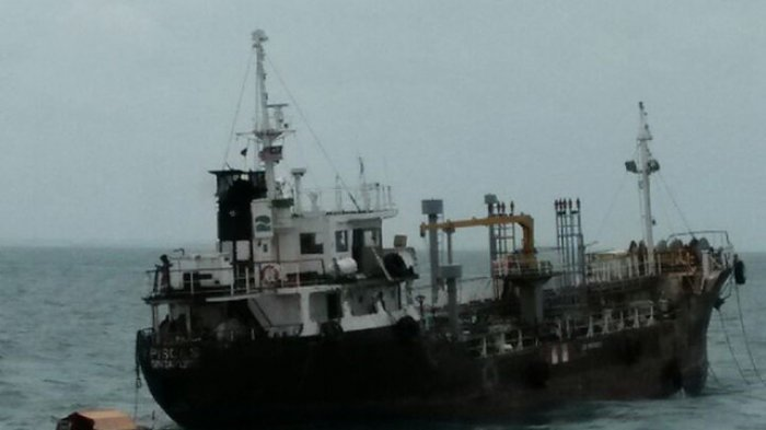 Seram, Kapal Tanker Misterius Berbedera Malaysia Ditemukan Berlayar di Batam Tanpa Awak